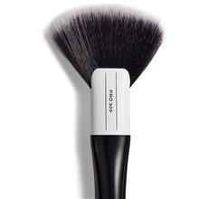 Makeup Revolution Pro 320 Large Fan Brush